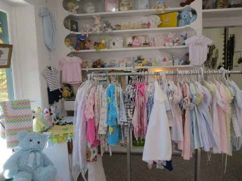 baby-clothes-on-rack